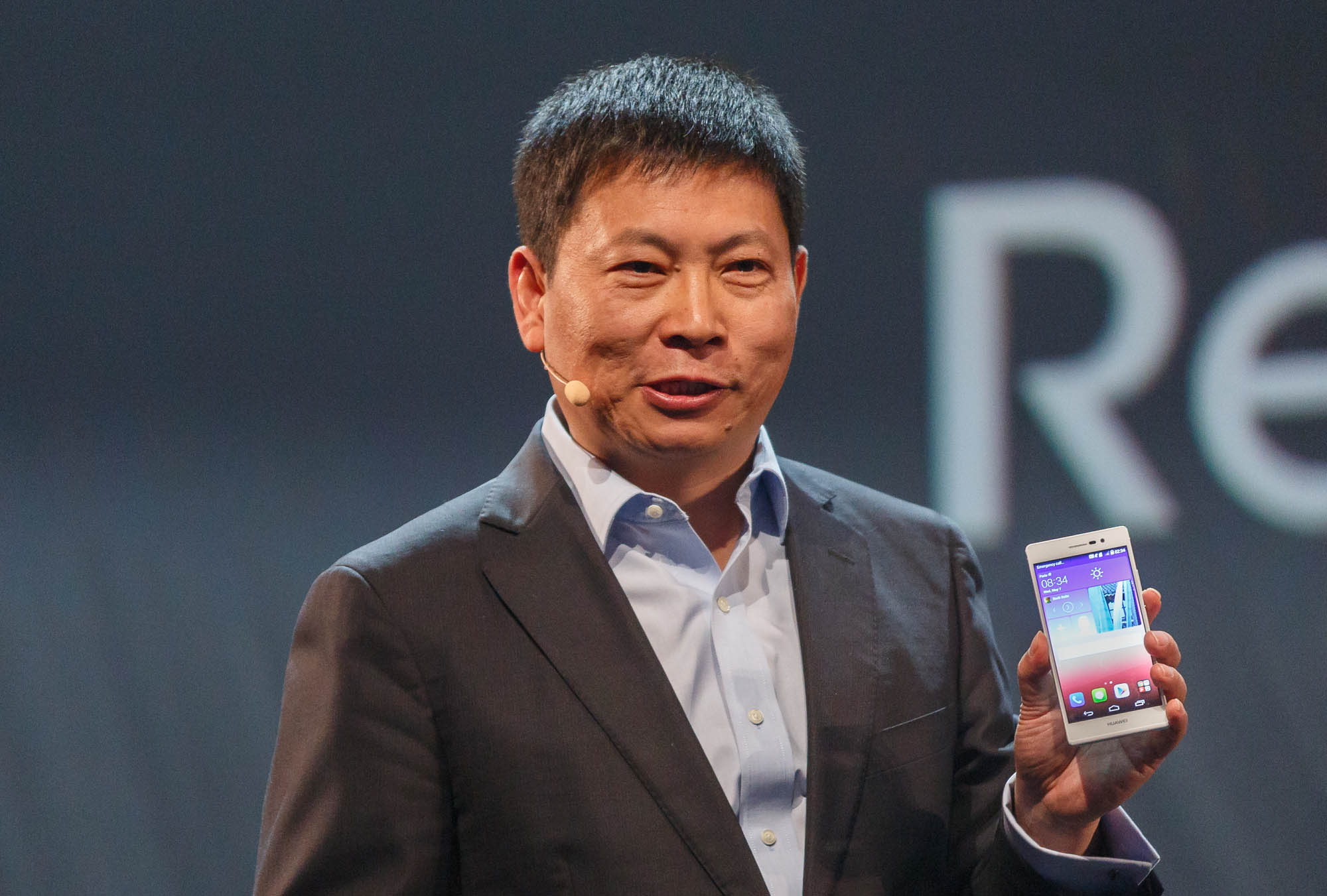 Richard Yu, CEO of Huawei's Consumer Business Group, reveals the Ascend P7.